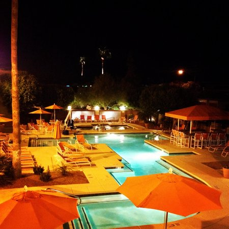 3 Palms Hotel: The pool area sells it.