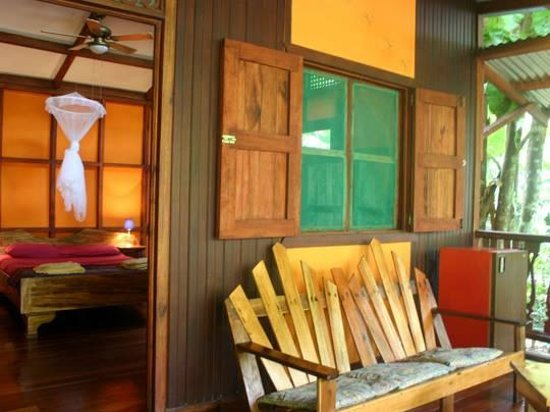 cabinas punta uva: View into the bungalow