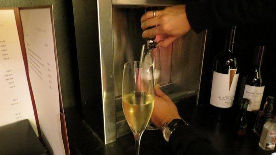 Mio Buenos Aires: Dispenser de vinho