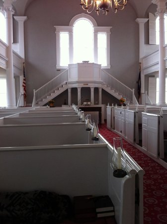 Old First Congregational Church: Looking to the front