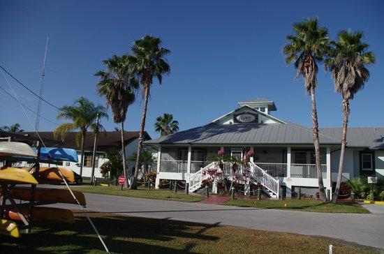 Ivey House: l'albergo visto dal parcheggio