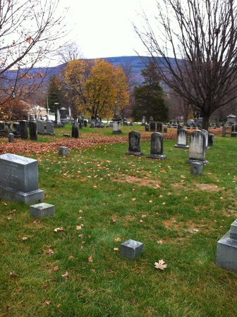 Old First Congregational Church : another view of graveyard