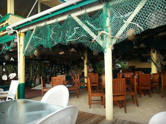 OJ's Bar & Restaurant: Inside