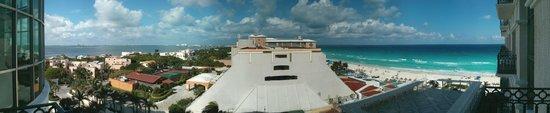 Sandos Cancun Luxury Resort: Lagoon and Beach