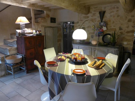 La Louviere des Bruyeres: Breakfast area
