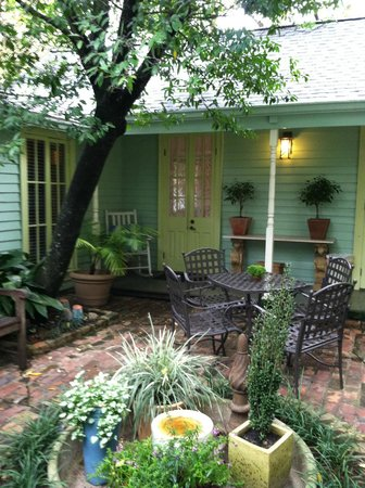 Chimes Bed and Breakfast: Courtyard View