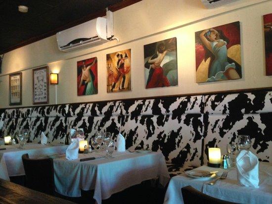 Tango Argentine Grill: salão interno
