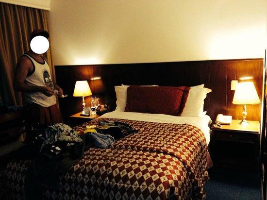 Hotel Saint Simon: quarto espaçoso