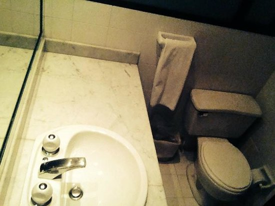 Hotel Saint Simon: banheiro
