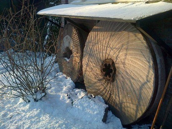 Molenmuseum de Valk: Millstones in the snow