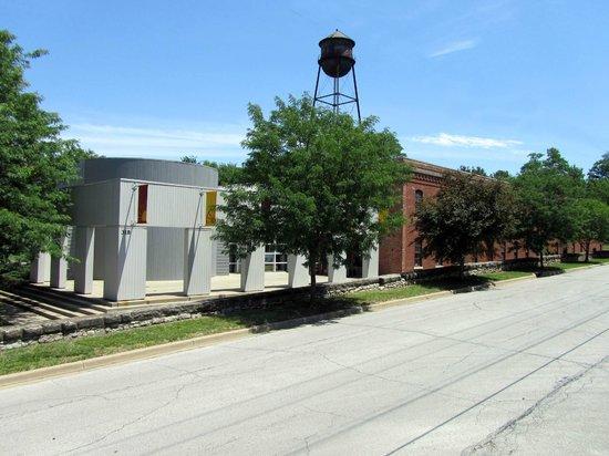 Индепенденс, Миссури: Front view of the Museum
