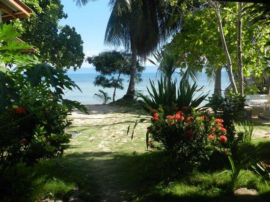 Thong Yang Bungalows: Accès à la plage depuis la réception