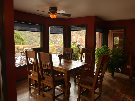 Sedona Views Bed and Breakfast: The breakfast room