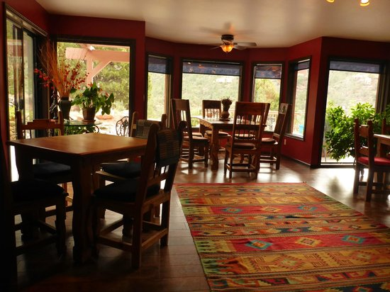 Sedona Views Bed and Breakfast: Breakfast Room