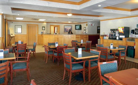 Gray Wolf Inn and Suites - Lobby