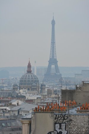 vue sur la tour eiffel picture of mercure paris montmartre sacre coeur paris tripadvisor. Black Bedroom Furniture Sets. Home Design Ideas
