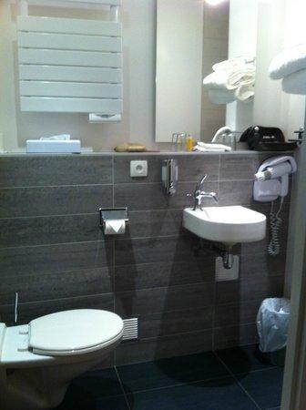 salle de bains - picture of hotel nantes centre passage pommeraye ... - Salle De Bains Nantes