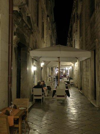 "Dalmatino Konoba: Outside eating area on the ""street"""