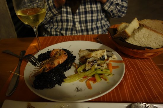 Dalmatino Konoba: Best black risotto we had (left) with superb grilled Adriatic fish (right)