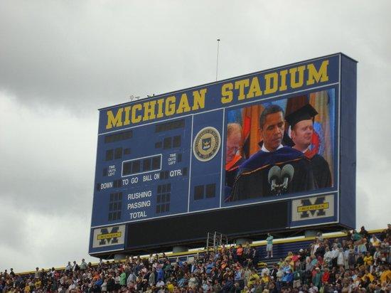 University of Michigan : President Obama Speaking at UofM Graduation in Big House
