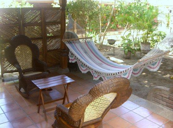 Casa Jardines: Covered patio