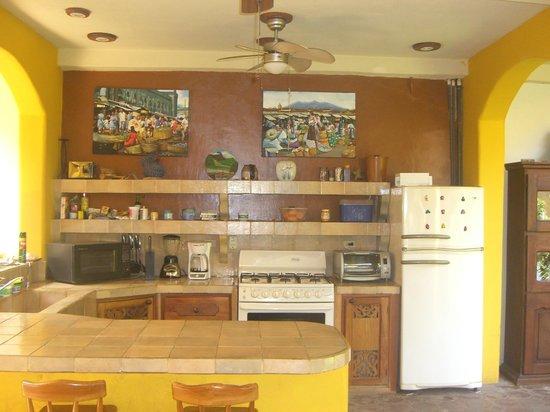 Casa Jardines: Kitchen