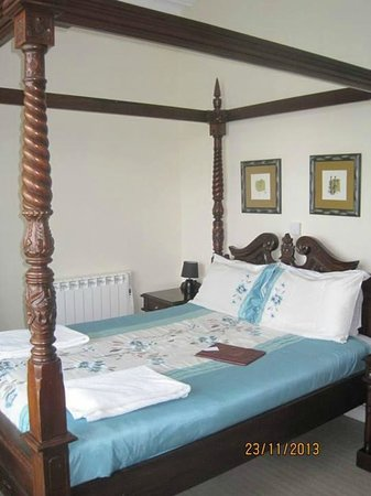 The Riviera Guest House: The Four Poster Bed