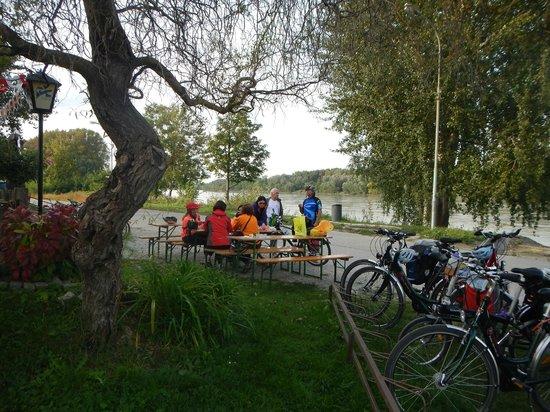 Donau Cycle Path: Uma das paradas para lanche ao lado da Ciclovia do Danúbio