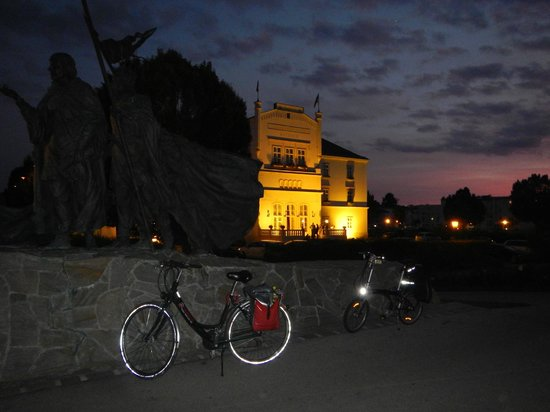 Donauradweg: Chegada ao anoitecer em Tulln