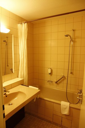 Dorint Parkhotel Bad Neuenahr: Bathromm