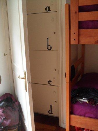 La Casona Hostel: Lockers do quarto com 4 camas