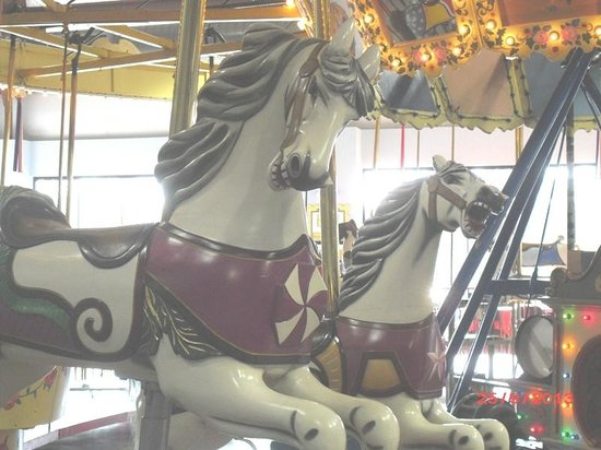 C.W. Parker Carousel Museum : 1913 wooden carousel