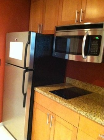 Residence Inn Fort Lauderdale Pompano Beach/Oceanfront : effeciency kitchen