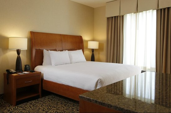 Hilton Garden Inn Cedar Falls: Our two room fireplace suites offers a bedroom and sitting room with 2 bathrooms