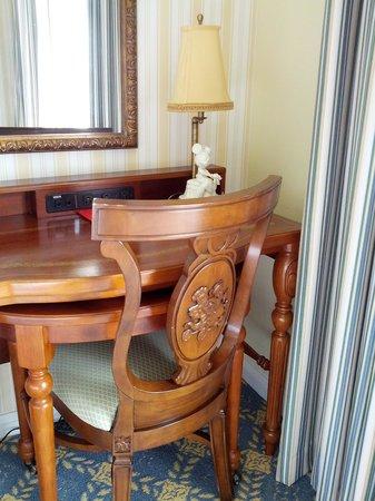 Disney's BoardWalk Inn: Desk