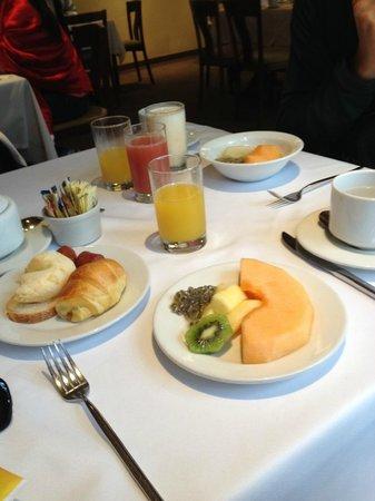 Habitel Hotel: cafe da manha tipo buffet
