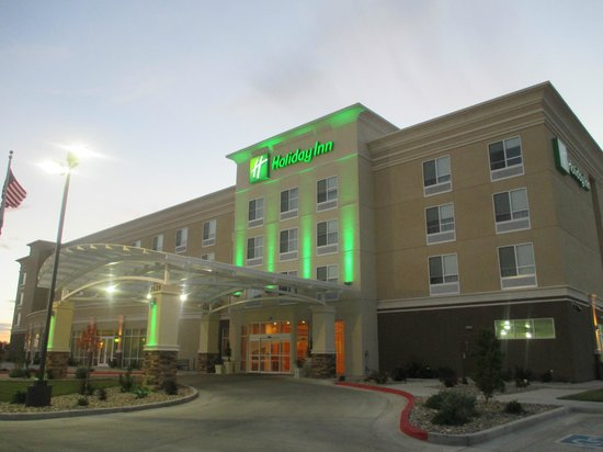 Holiday Inn Roswell: View from the parking lot