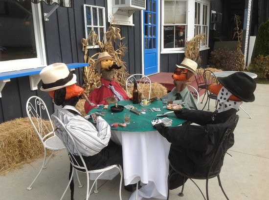 Attitash Mountain Village : Pumpkin People playing cards