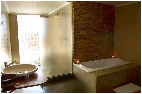 African Moon Corporate House: Luxury Bathroom
