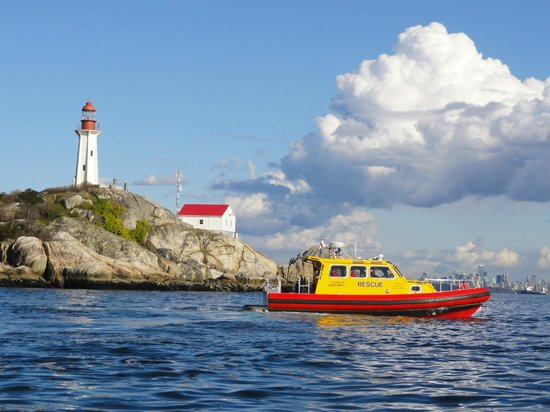 Parque del faro: Point Atkinson Light HouseTaken from a RCM Search & Rescue boat