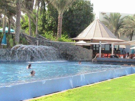 JA Jebel Ali Beach Hotel: Новый бассейн