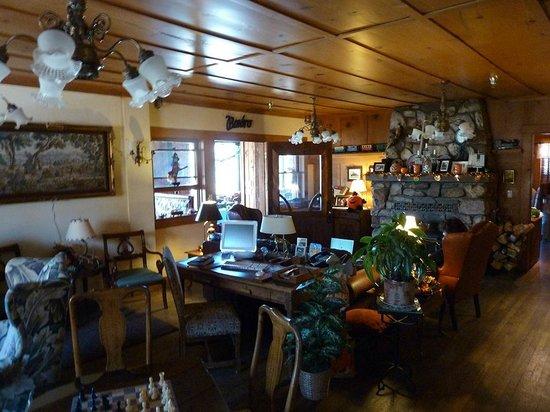 Knickerbocker Mansion Country Inn: Living room, family room