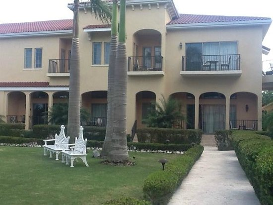The Somerset on Grace Bay: 2 story garden villa - HUGE!