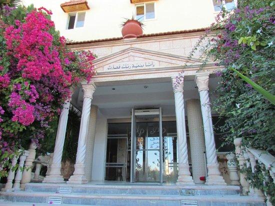 Amra Palace Hotel : Hotel entrance