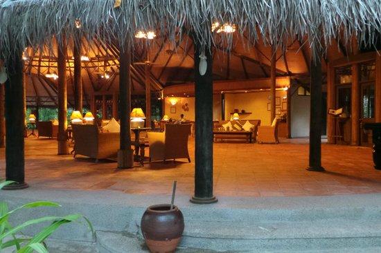 Coco Palm Dhuni Kolhu : restaurant cowrie