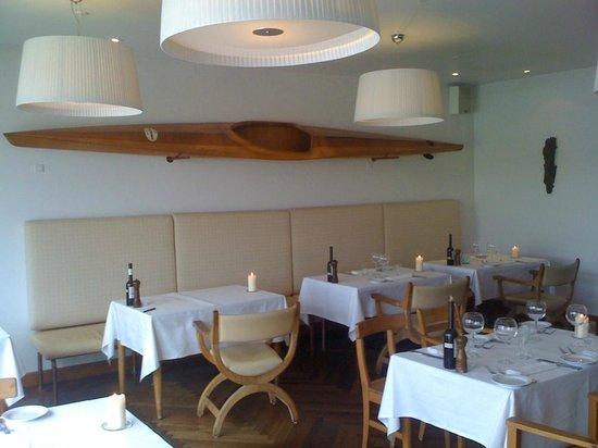 Norsminde Kro: Les tables de la brasserie