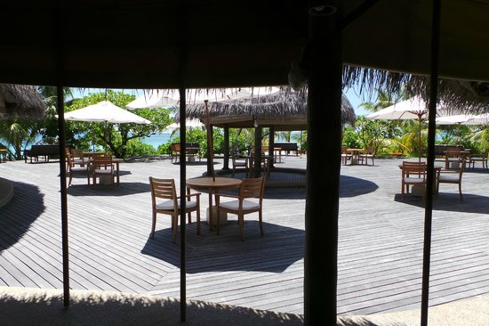 Coco Palm Dhuni Kolhu : snack bar...