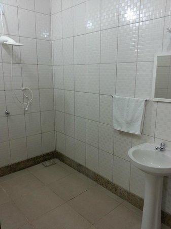 Pousada Aquario Mundial: Banheiro