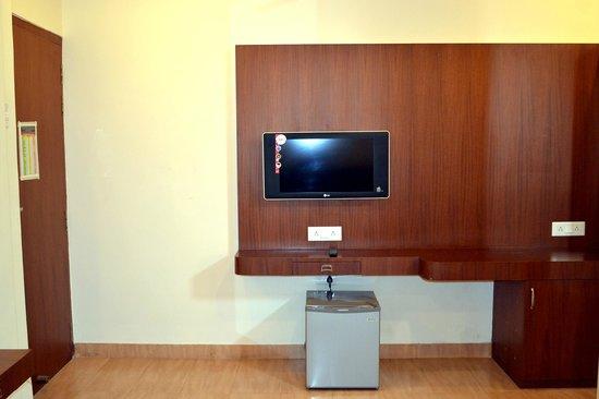 Hotel Kusum: Room With Lcd Tv & Mini Bar
