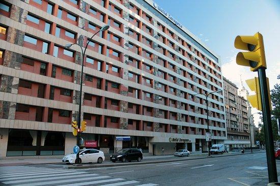 Melia Zaragoza: Hotel frontage